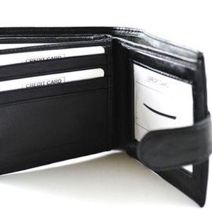 Men's Wallet with Snap Closure